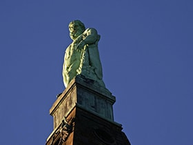 Hotels, Appartements, Hostels, Pensionen - Herkules-Statue