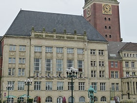 Hotels, Appartements, Hostels, Pensionen - Kieler Rathaus