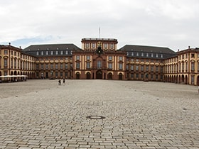 Hotels, Appartements, Hostels, Pensionen - Schloss Mannheim